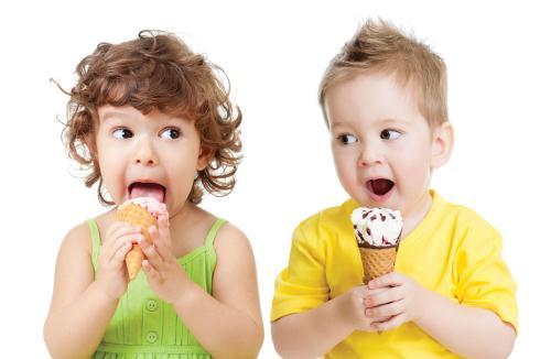 Nhiều phụ huynh cho rằng trẻ ăn uống lạnh dễ gây viêm amiđan