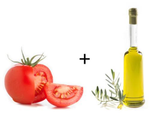 Cà chua + dầu oliu: Dầu oliu là chất béo có lợi cho tim mạch, tăng HDL cholesterol có lợi và hạn chế LDL cholesterol gây tắc nghẽn động mạch. Dầu oliu làm tăng hoạt động chống oxy hóa của lycopene trong cà chua.