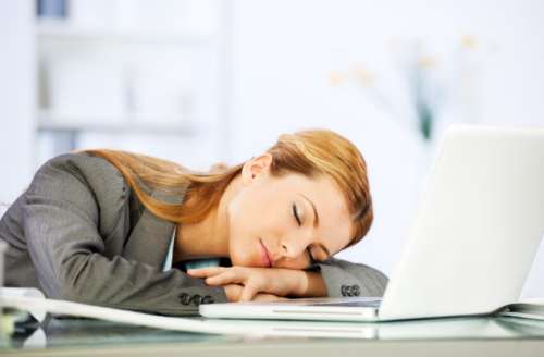Ngủ trưa ở Nhật là cách để tối đa hóa năng lượng làm việc của con người. Các nhân viên thời gian để có giấc ngủ ngắn khoảng 30 phút trở thành chính sách phổ biến ở nhiều công ty ở Nhật. Một giấc ngủ ngắn giúp phục hồi năng lượng, cải thiện tập trung giúp bạn có được trở lại làm việc cảm thấy tươi mới và trẻ hóa.