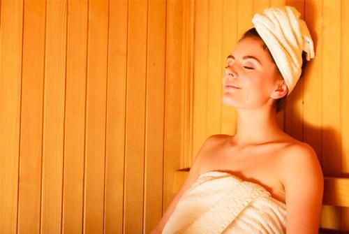 Tắm hơi như người Nga để có tinh thần sảng khoái. Cách tắm hơi Banya là cách chăm sóc sức khỏe truyền thống lâu đời nhất của Nga từ nhiều thế kỷ trước. Người tắm ở trong một căn phòng đặc biệt với một lượng lớn hơi nước nóng tỏa ra. Người Nga tin rằng trong một lần toát mồ hôi, bạn có thể đốt cháy đến 300 calo. Xông hơi giúp cải thiện làn da, tăng cường hệ thống miễn dịch, tăng tuần hoàn máu, giúp cơ thể sảng khoái.