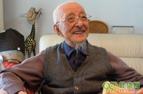 Ông Can Tổ Vọng vẫn duy trì phương châm dưỡng sinh của riêng mình ở tuổi 98