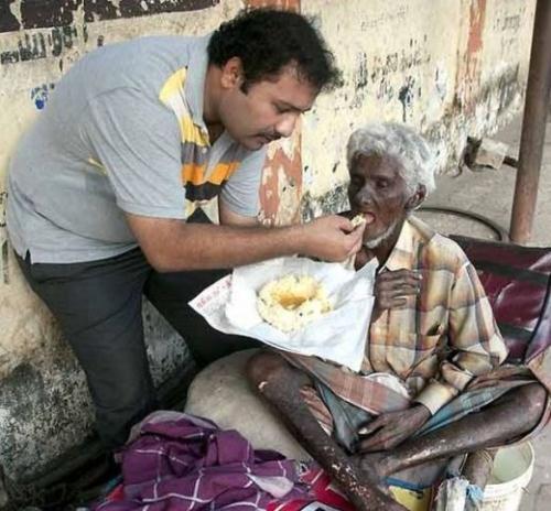 Krishnan từng là một đầu bếp đạt nhiều giải thưởng, anh đã bỏ việc để tập trung thời gian nấu ăn cho những người vô gia cư và người khuyết tật.