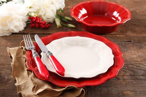 Hãy có sự chọn lọc khi mua sắm bát đĩa.
