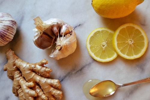 Chanh, tỏi, gừng là 3 loại nguyên liệu dân gian có tác dụng chữa bệnh cực mạnh.