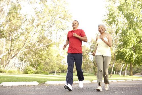 Hãy thường xuyên đi bộ từ 30-50 phút mỗi vài ngày