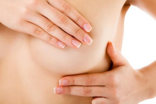 Chị em có thể tự kiểm tra ngực để phát hiện sớm những dấu hiệu bất thường