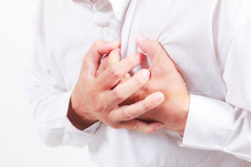 Hội chứng Takotsubo có thể gây cơn đau thắt ngực