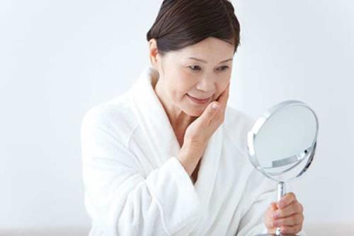 Ở lứa tuổi trung niên, phụ nữ cũng cần phải chăm sóc cho da khỏe đẹp hơn
