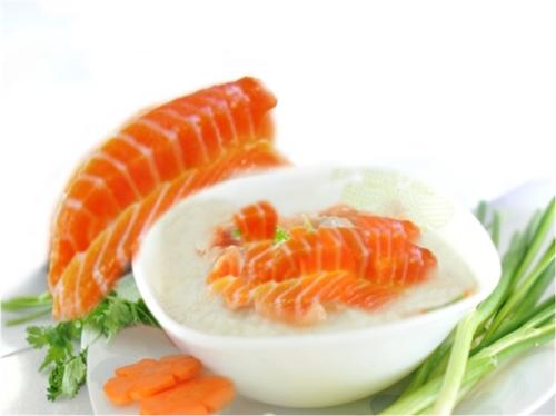 Cá hồi cung cấp rất nhiều omega-3 tốt cho trí não của bé