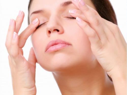Massage mắt thường xuyên cho đôi mắt sáng khỏe