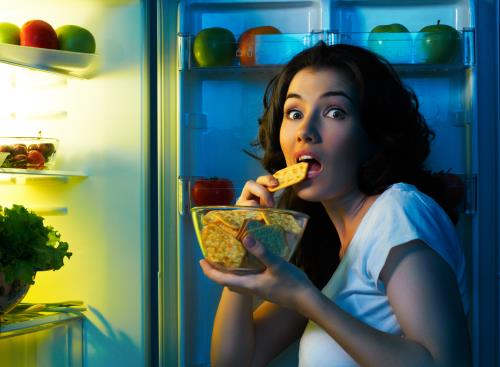 Ăn khuya gây nhiều rắc rối cho hệ tiêu hóa