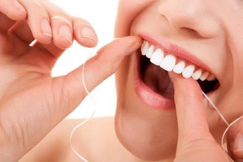 Hơi thở mùi sữa chua rất có thể bạn mắc vấn đề về vệ sinh răng miệng